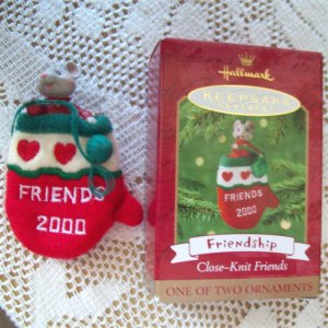 Friendship Close Knit Friends Hallmark 2000 Ornament