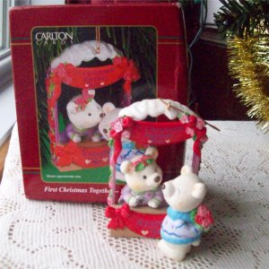 Carlton 2001 First Christmas Together Bear Kissing Booth