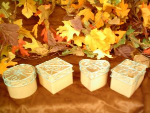 PAPER MACHE 4 MINI  BOXES WITH Green/Gold Wire Lids