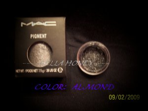 MAC PIGMENT SAMPLE *ALMOND*