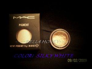 MAC PIGMENT SAMPLE *SILKY WHITE*