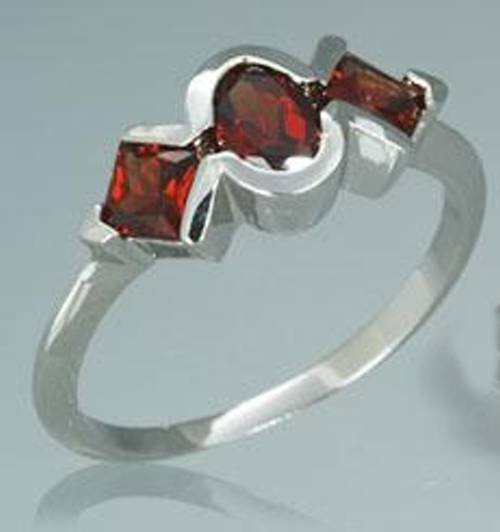 STERLING SILVER 1.25CTW OVAL PRINCESS CUT 3 STONE GARNET RING