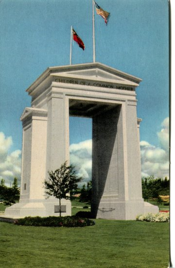 Union Oil Company Peace Arch Washington  Post Card