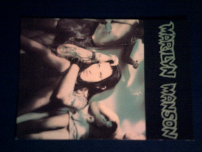 MARILYN MANSON POSTCARD dolls green IMPORT