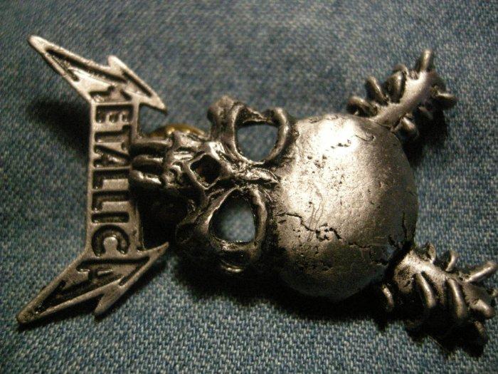 METALLICA METAL PIN Damage Inc skull badge VINTAGE 80s!