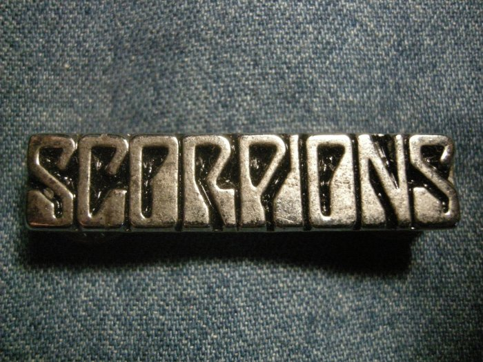 SCORPIONS METAL PIN classic logo badge VINTAGE