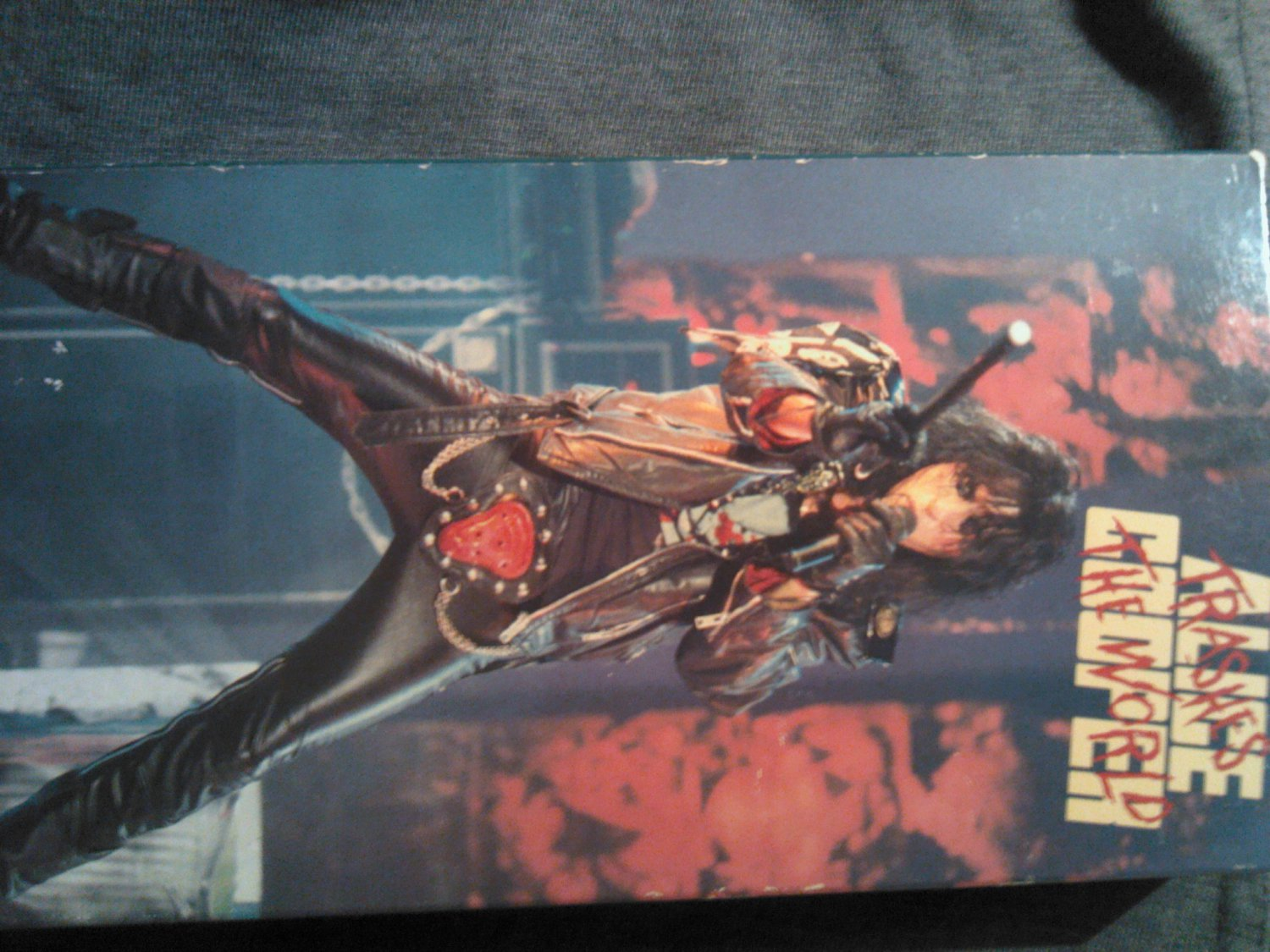 VHS ALICE COOPER Trashes The World al pitrelli