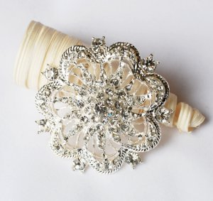 1 pc Rhinestone Crystal Diamante Silver Flower Brooch Pin Jewelry Wedding Cake Decoration BR072