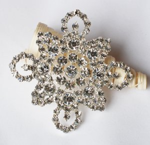 1 pc Rhinestone Crystal Diamante Silver Flower Brooch Pin Jewelry Wedding Cake Decoration BR097