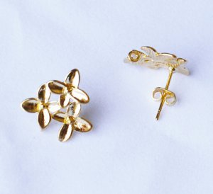10 pcs Cherry Blossom Earstuds with Loop Gold Plated EF024