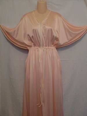 Vanity Fair Antron Nylon Peach & Creme Zippered Lounge Gown Caped Dolman Sleeves M