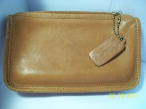 British Tan Coach Vintage Leather Chunky Case with original Hang Tag