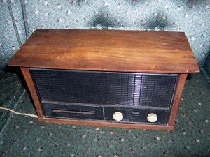 Vintage RCA AM/FM Radio, Wooden, Real Walnut, Radio Corporation of America, Model RJC30W