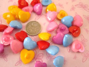 100 X ASSORTED COLOURS HEART SHANK BUTTONS