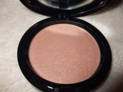 MAC Iridescent Pressed Powder in Belightful