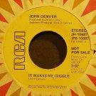 JOHN DENVER~It Makes Me Giggle~RCA Victor 10687 Promo M- 45