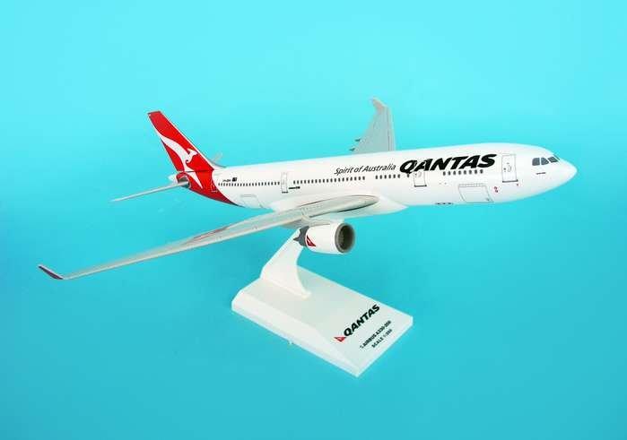 SkyMarks 1:200 Qantas Airbus 330 New Colors Q00001