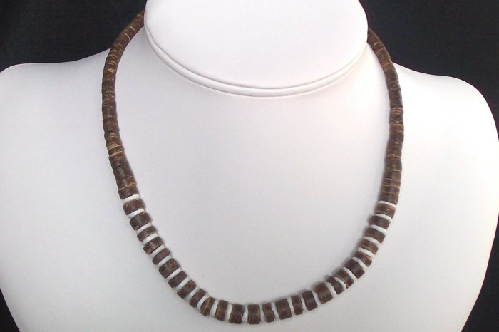 Dark Brown and White Gradual Necklace