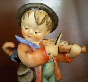 Vintage Hummel Violin Fiddler Boy w/ Umbrella, M.I. Hummel, TMK - 5 Mark, 1972-1979