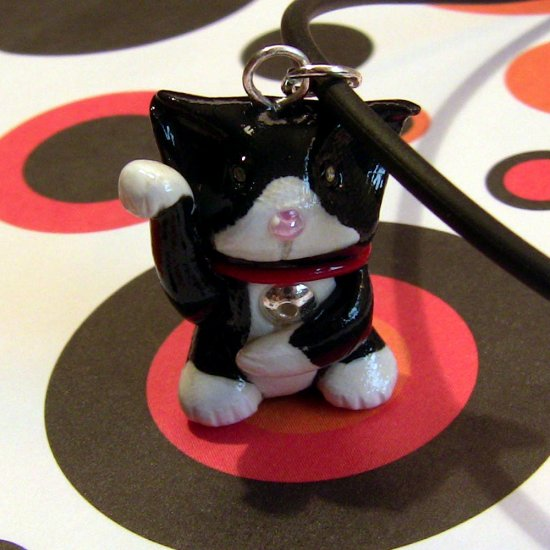 Tuxedo Maneki Neko Lucky Cat Necklace: Black and White