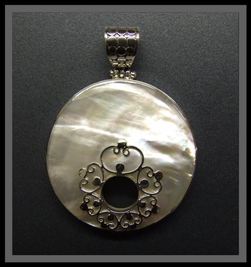 Circular Silver Pendant with Mother of pearl