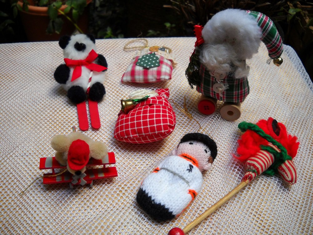 Lot of 9 Assorted Christmas Ornaments