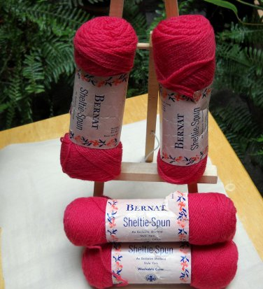 Bernat Sheltie-Spun of 100% virgin wool worsted - lot of 5 pull skeins color peony
