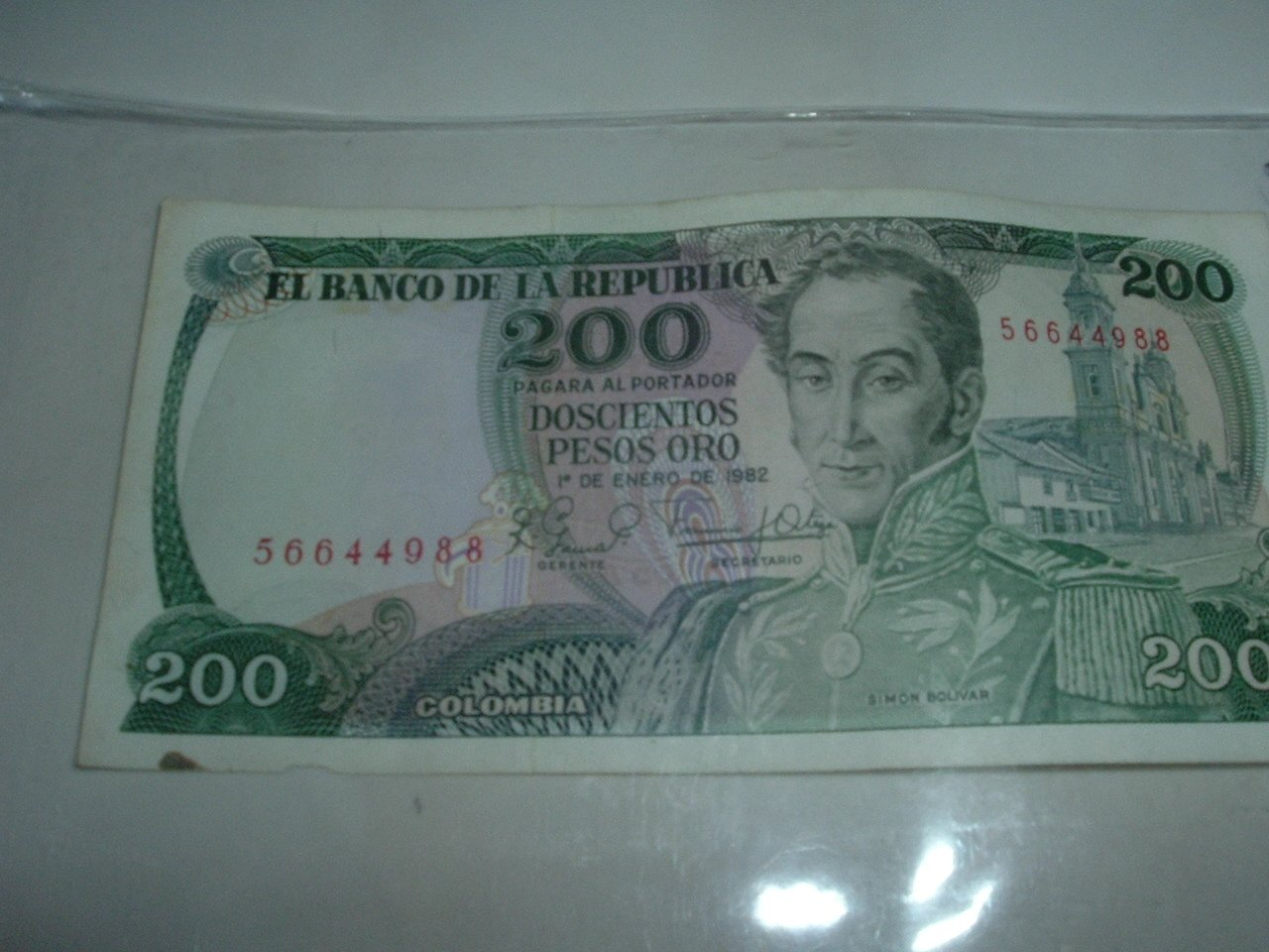 Colombian 200 Pesos Gold  Paper Currency