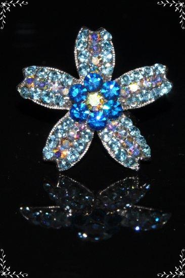 Daisy on star crystal ring in blue R1245