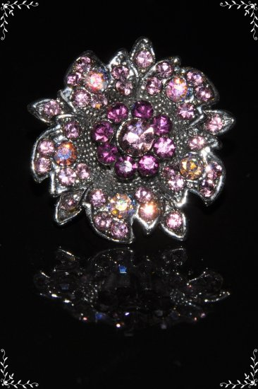 Daisy on leaves purple crystal ring R1249