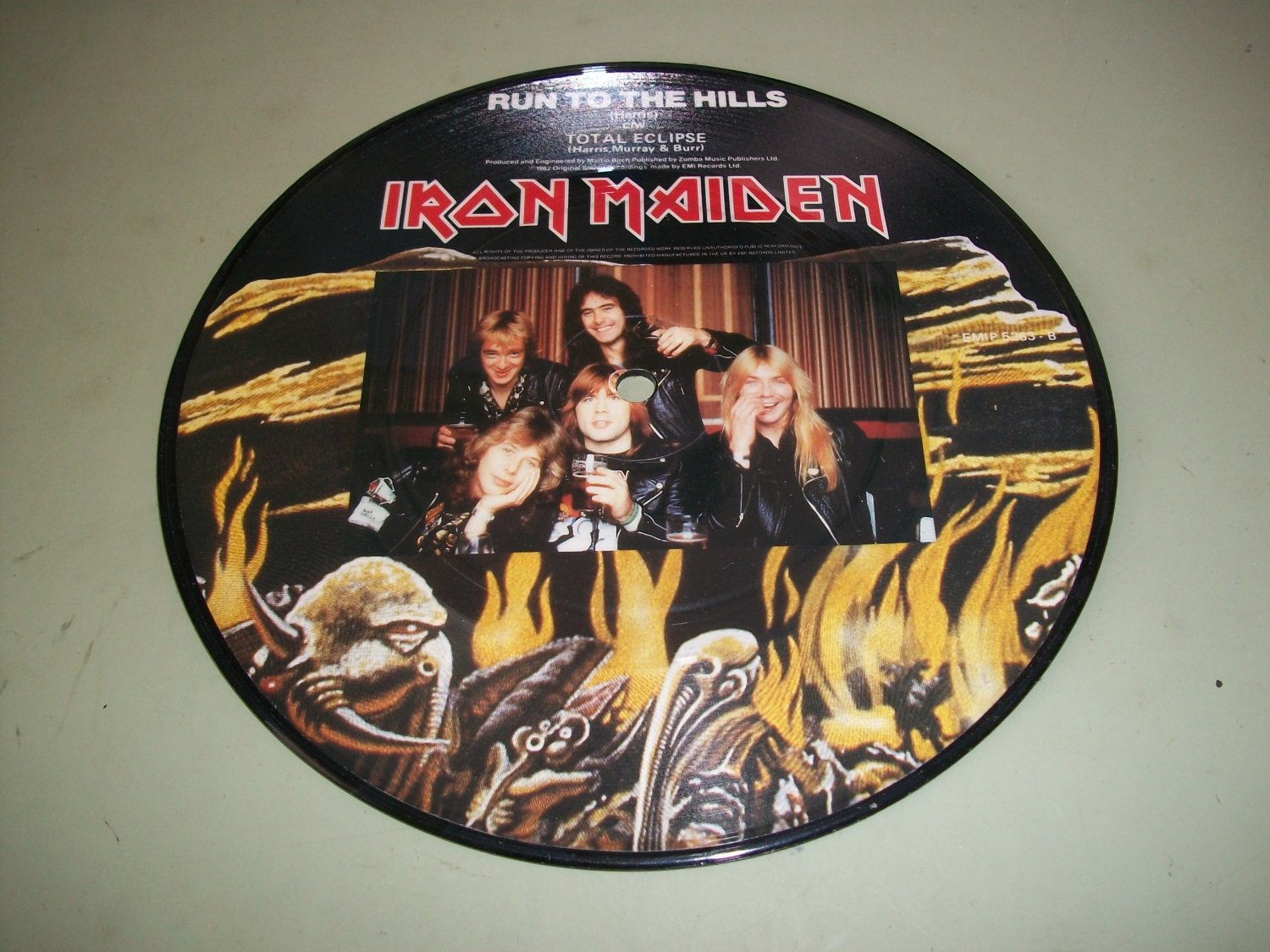 Iron Maiden - Run To The Hills / Total Eclipse - EMI 5263 UK Issue  Rock 45