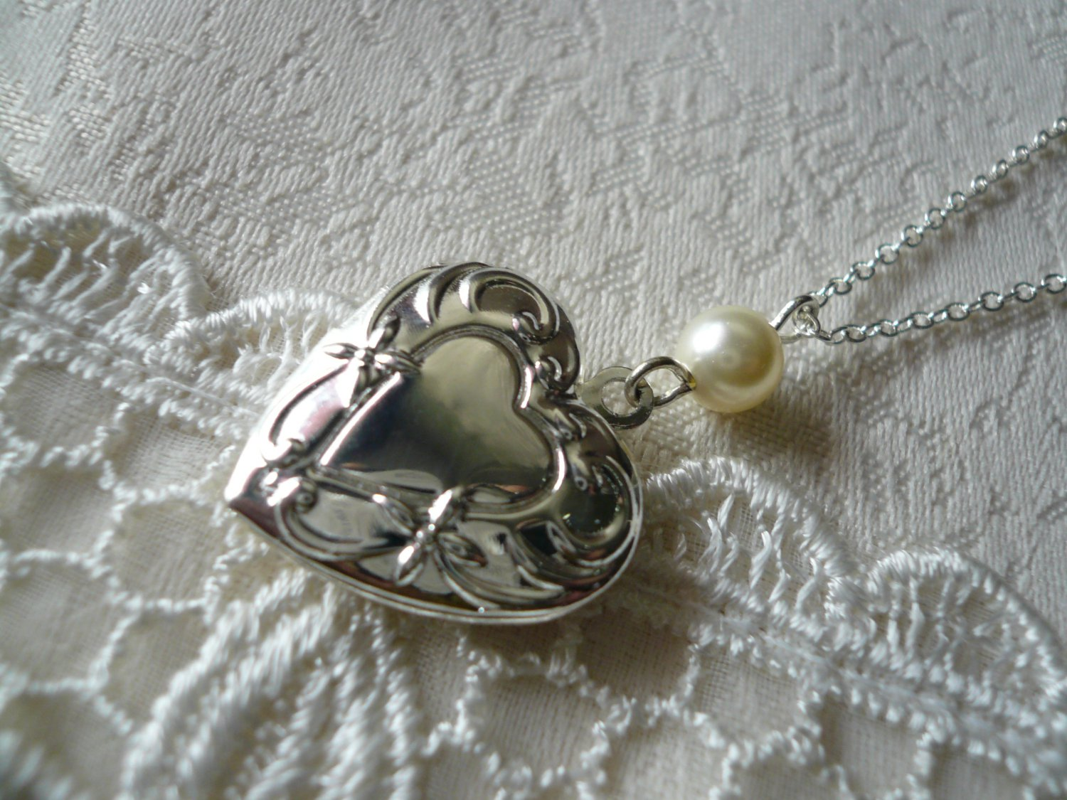 SINCERITY Cream White Pearl Floral Heart Locket Necklace
