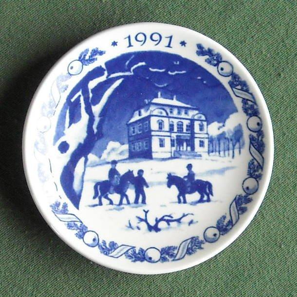 Danish Royal Copenhagen Denmark Christmas Mini Plate 1991