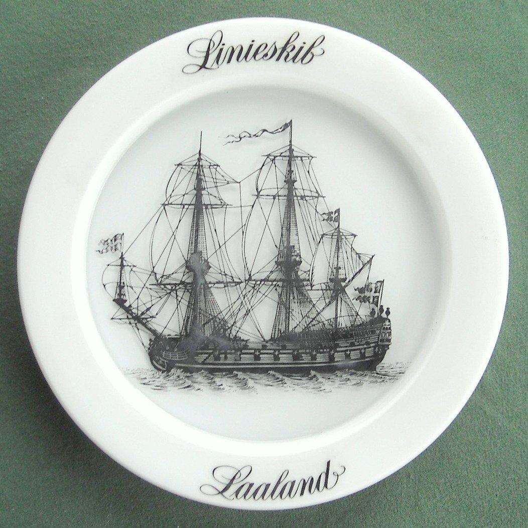 Holmegaard Copenhagen milk glass ships plate Linieskib 1975