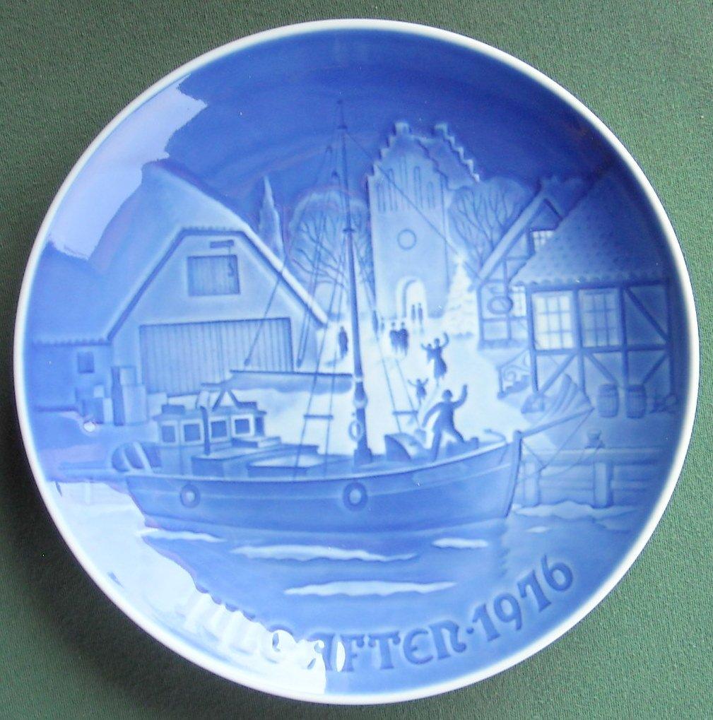 Danish Bing & Grondahl Copenhagen Welcome Christmas Plate 1976