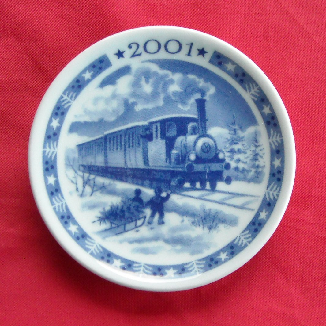 Royal Copenhagen Boxed Christmas Small Plate 2001