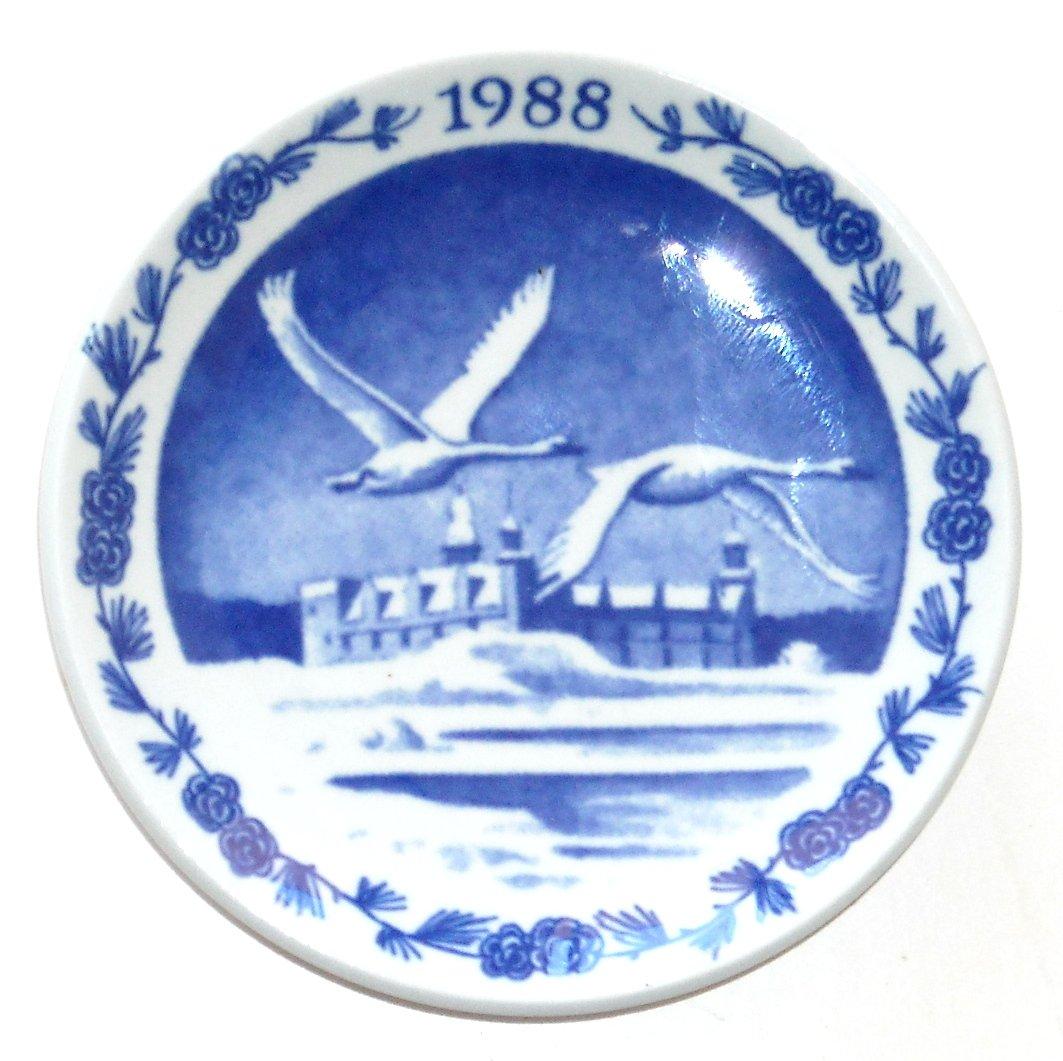 Royal Copenhagen Denmark Christmas Mini Plate 1988