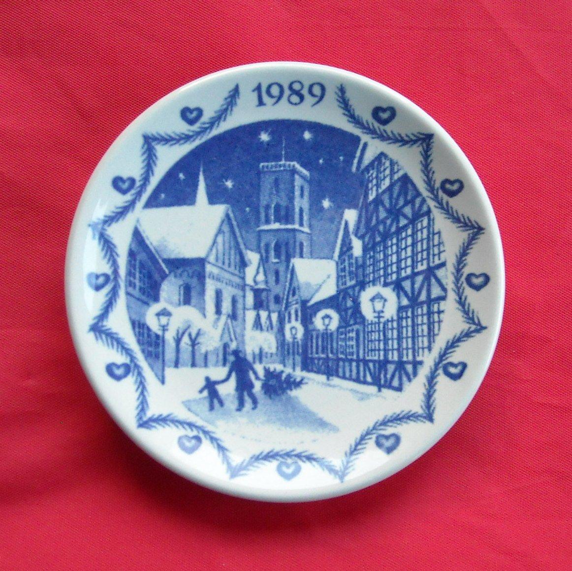 Royal Copenhagen Denmark Christmas Mini Plate 1989