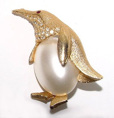 Vintage Sixties Pearl Belly Penguin Brooch