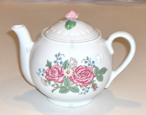 Hallmark Quiet Moments Teapot 1996