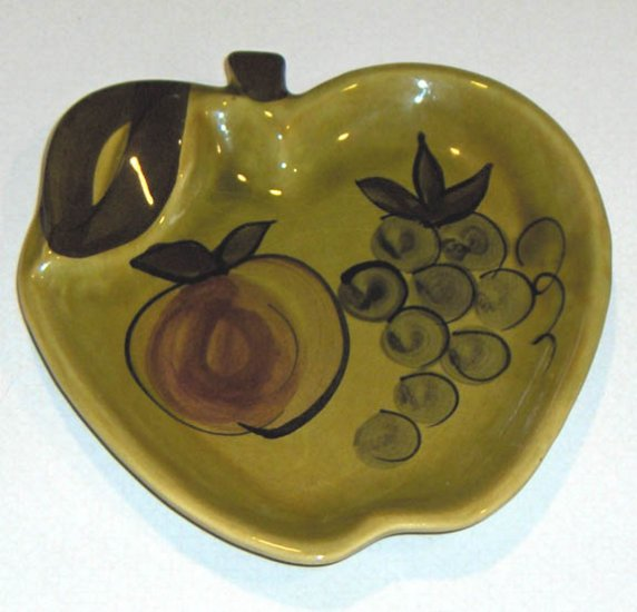 Vintage 1964 Los Angeles Potteries Apple Plate