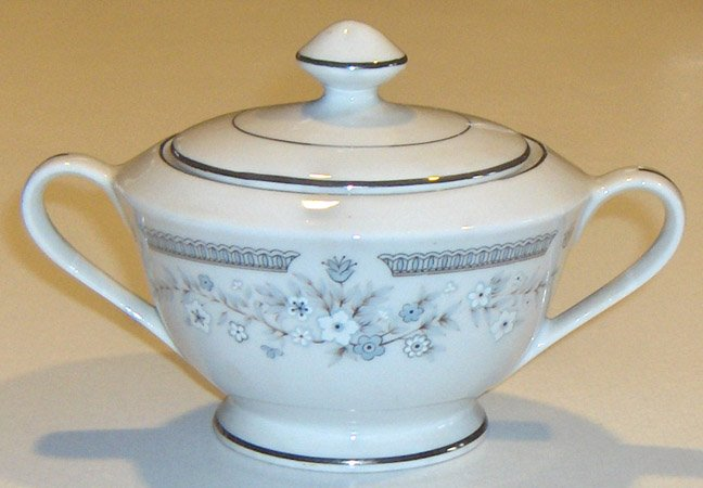 Fine China of Japan Robin Sugar Bowl and Lid