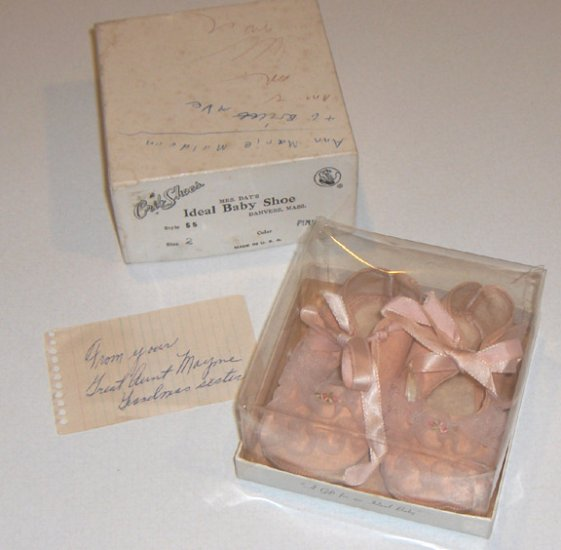 1960s Mrs. Day's Ideal Baby Crib Shoes - Size 2 Pink