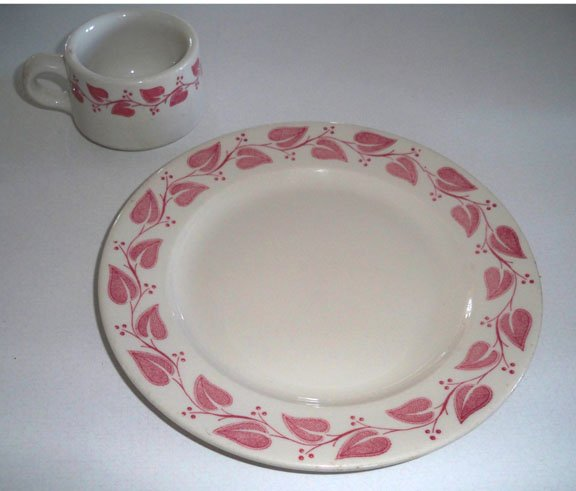 Vintage Buffalo Pottery Windsor P765 Restaurant Ware Red Leaves Dinnerplate - Set of 2