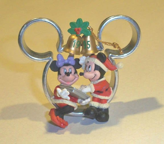 1995 Enesco Treasury of Christmas Ornament Sweet on You Mickey & Minnie Mouse
