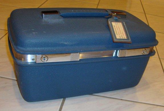 Vintage Samsonite Saturn 400 Overnight Make-Up Train Beauty Case - Blue with Orig Tag