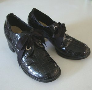 Vintage Wild Pair Brown Faux Patent Leather Alligator Shoes - Size 6 1/2 or 7