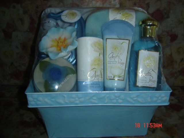 FLORA PEONY 7 PC WOMEN'S BATH SET IN METAL PLANTER