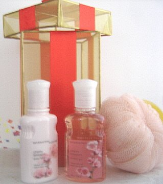 BATH & BODY WORKS 3 PC 4 OZ. CHERRY BLOSSOM TRAVEL BATH & BODY SET
