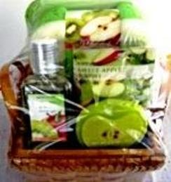 BODY NATURE'S SWEET APPLE KIWI 4 PC MINI BATH SET W/ WOVEN BASKET